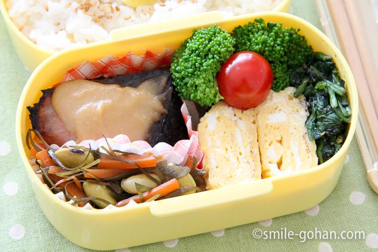 ぶりの味噌焼き 玉子焼き 黄色弁当
